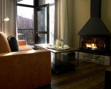 hotel-aneto-benasque-chimenea