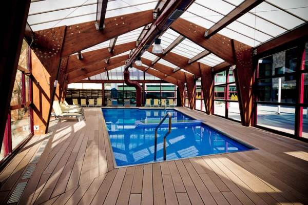 Qu hacer en benasque gu a de alojamiento y actividades for Hoteles con piscina climatizada en asturias