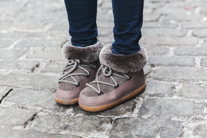 Descansos o botas de nieve