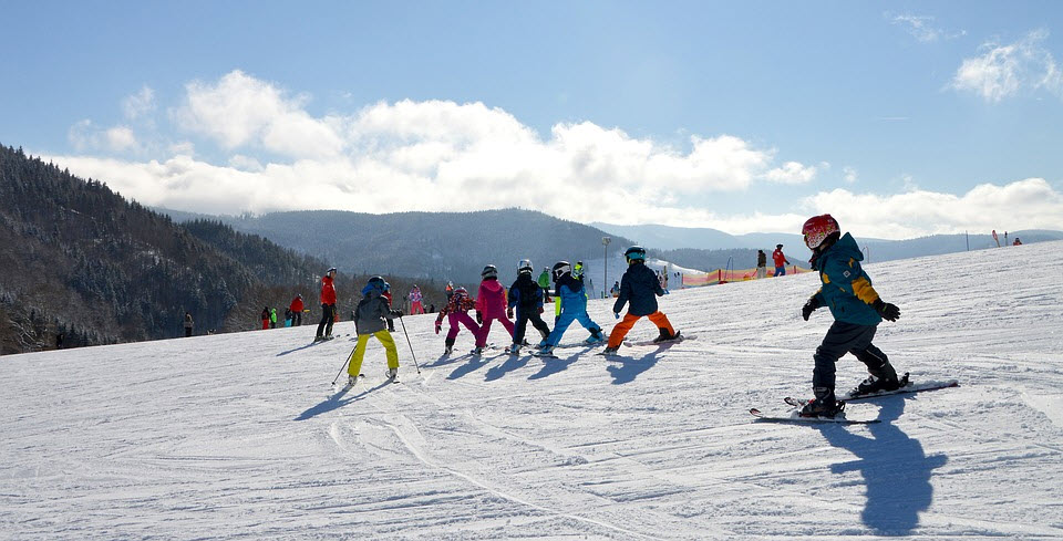 4 Estaciones para Esquiar con niños: Esquiando en familia