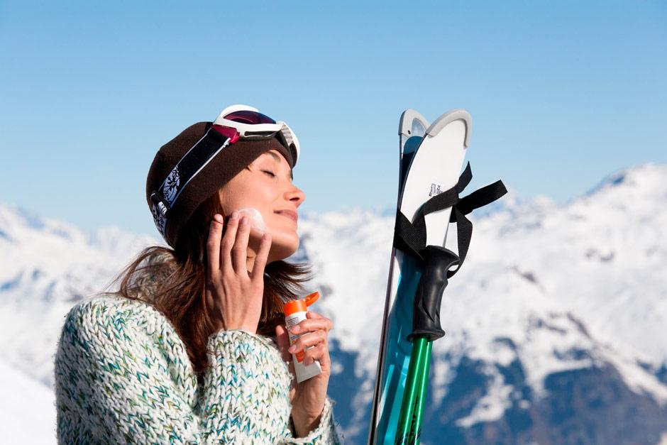La importancia de usar protección solar para la nieve