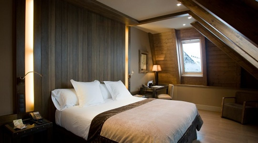 hotel a pie pista baqueira beret GL Hotel Neu hbitacion