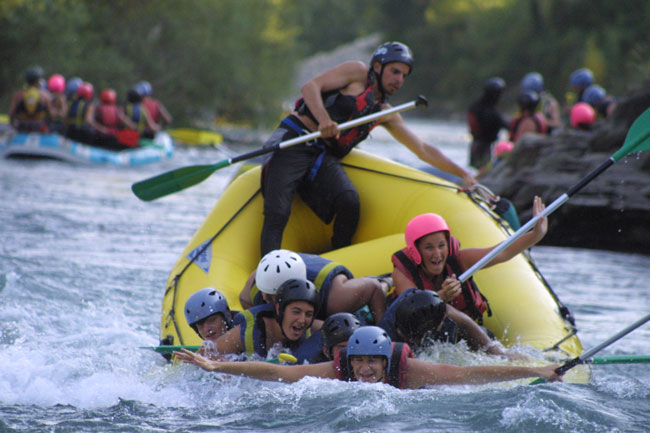The adventure of rafting in Aragonese Pyrenees