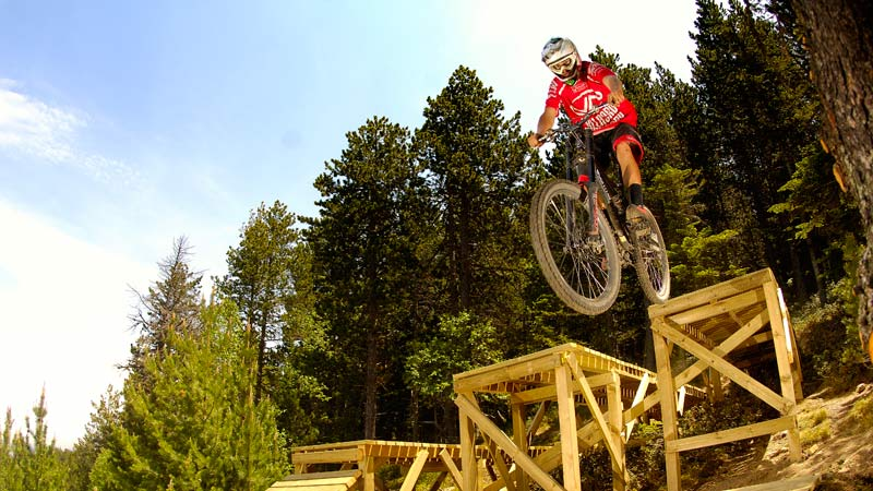Short trips to practice MTB downhill runs in Vallnord Bike Park
