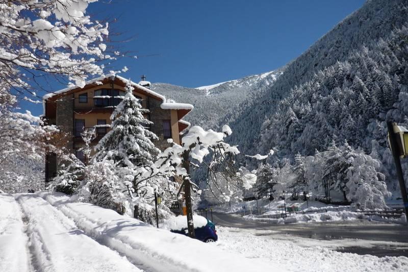 Photos de Aparthotel - Apartamentos La Neu à Ordino, Andorre (1)