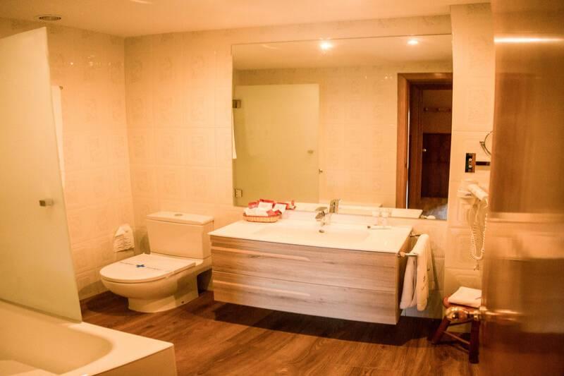 Photos de Aparthotel - Apartamentos La Neu à Ordino, Andorre (21)