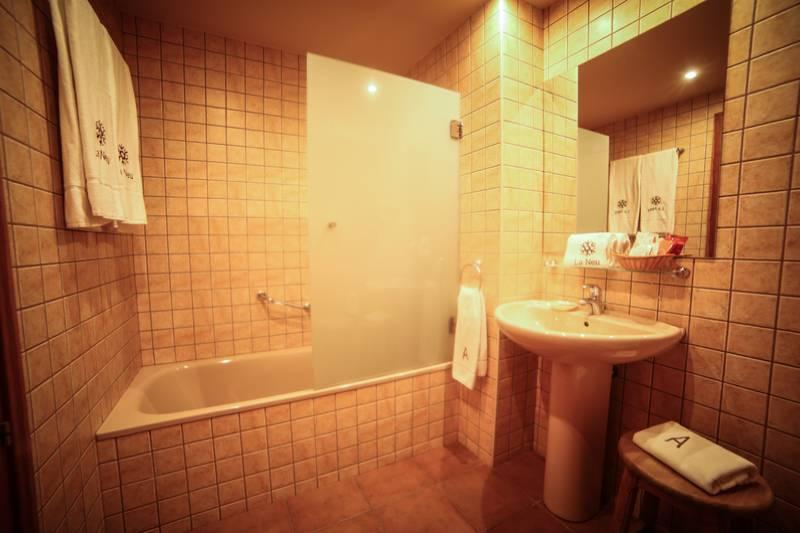 Photos de Aparthotel - Apartamentos La Neu à Ordino, Andorre (34)
