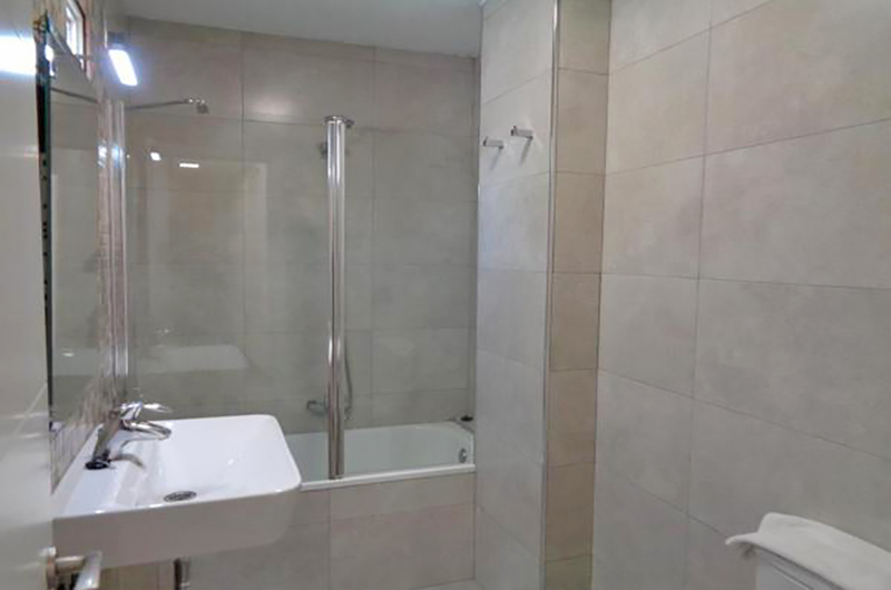 Fotos de Apartamentos Ramirez 3000 en Granada, España (13)