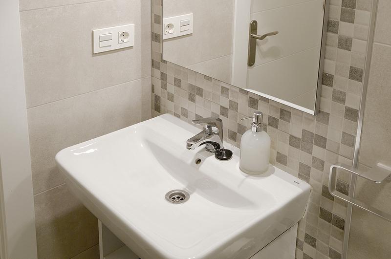 Photos de Apartamentos Mesones 18 3000 à Granada, Espagne (13)