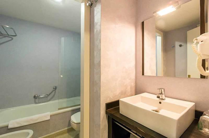Fotos de Aparthotel Oroel en JACA, ESPANYA (15)