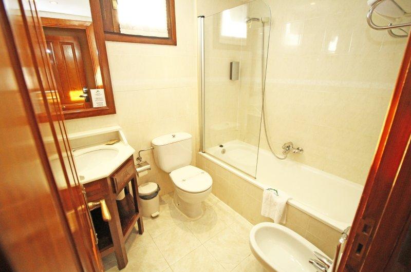 Hotel Villa De Sallent 36