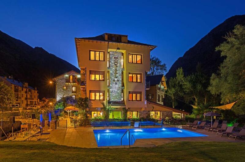 Fotos de Hotel Castellarnau en ESCALO, España (1)