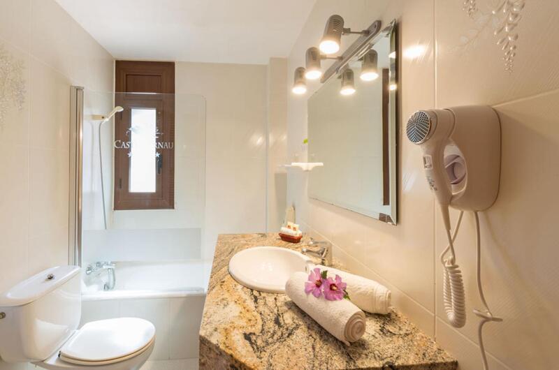 Fotos de Hotel Castellarnau en ESCALO, España (7)