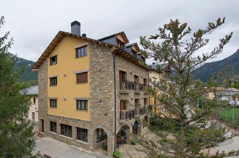 Fotos de Hotel Los Nogales en CAMPO, España (1)