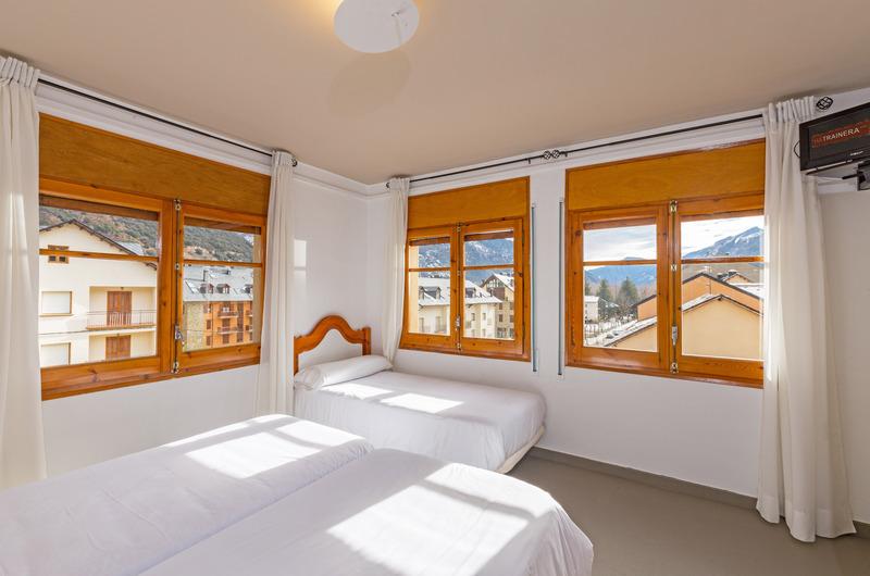 Foto 30 Hotel Hostal Trainera, ESTERRI D'ANEU